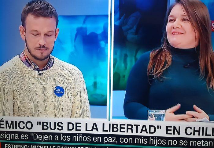 """Aquí se Debate: Polémico """"Bus de la libertad"""" en Chile"""